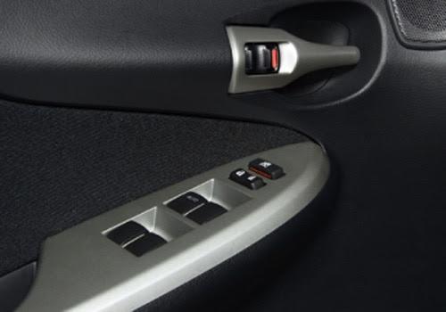 Toyota Corolla Altis - Driver's Side Inside Door Control Interior Photo
