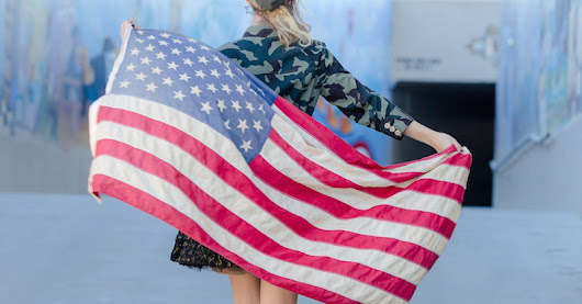 Del Mar Race Track Fashion Contest: Bing Crosby Season Opening Day (Stars and Stripes, Veterans' Day)