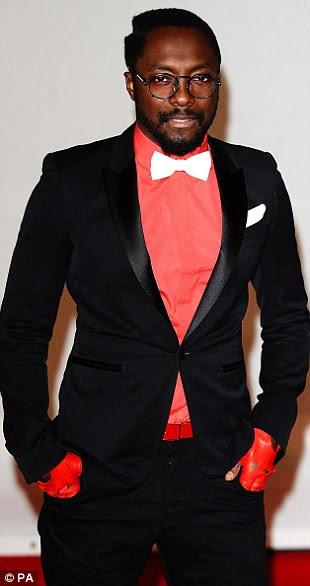 Vamos ouvi-lo para os blocos!  Black Eyed Peas Will.i.am estrela e Fator X do ano passado vice-campeão Marcus Collins greve uma pose