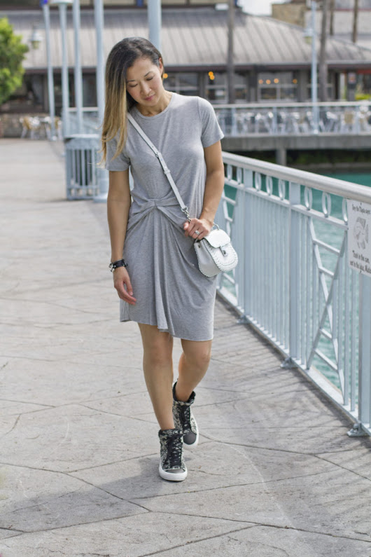 Mom Uniform: Grey Shirt Dress + Sneakers - A Beautiful RAWR