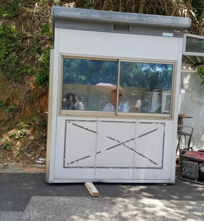 政府有聘請保安員24小時看守該寺,但卻無人理會寺內的動物無食物。 圖片由讀者提供