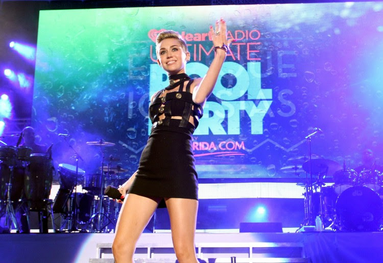 Miley-Cyrus-iHeart-Radio-Ultimate-Pool-Party-in-Miami-Beach-Pictures-Images-