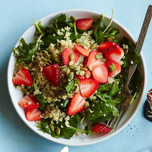 Baby Kale Breakfast Salad with Quinoa & Strawberries Recipe