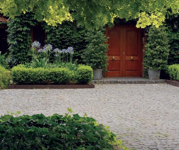 Arquitectura paisajista un jard n con aire cl sico for Jardines bien decorados