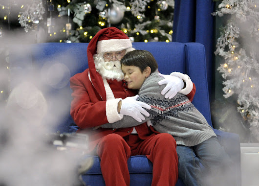Autistic kids get quiet time with Santa at malls  | Toronto Star
