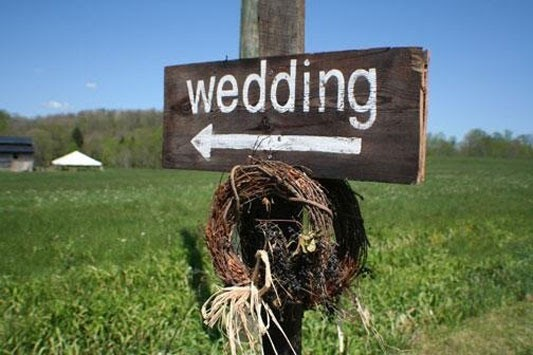 'i Do' It Yourself: DIY Project: Wedding Signs