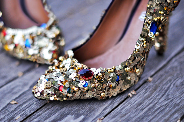 Dolce & Gabbana - Süslenmiş ayakkabı diy + altın payetler ve mücevher dolce ve gabbana ayakkabı diy pompaları