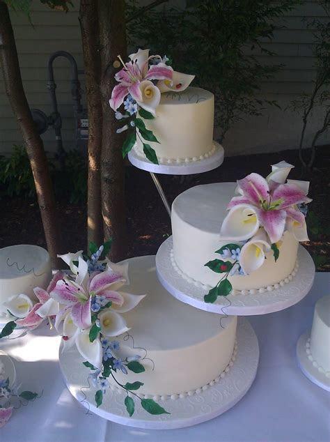 Butter Cream Cake With Sugar Stargazer Lilies, Calla