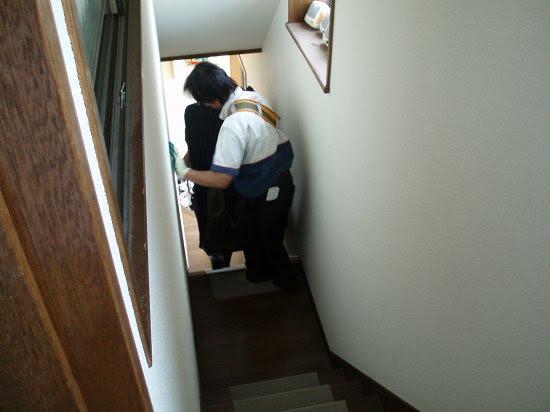 2階へ搬入中