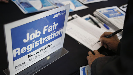U.S. jobless claims remain near lowest level in decades