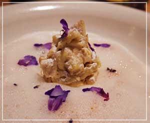 室町「LA BONNE TABLE」にて、デザートは柿と甘酒の香りのブランマンジェ~。