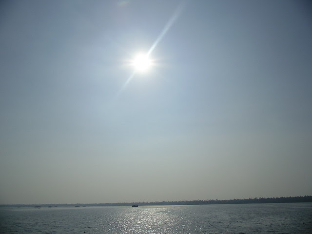 vembanad lake in kerala backwaters, alappuzha