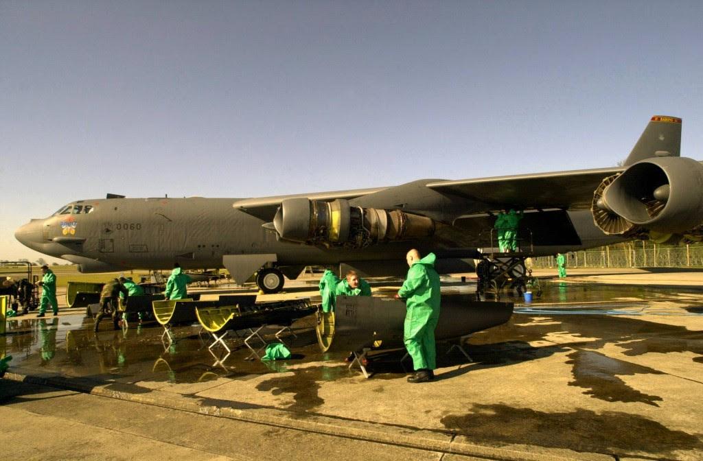 B-52 Stratofortress toma banho
