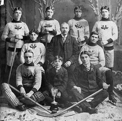 photo 1900 Rat Portage Thistles team.jpg