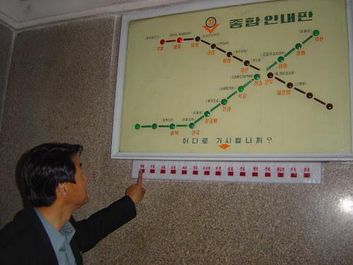 Pyongyang Capital da Coreia do Norte - Maravilha tecnologica na Estação do Metrô
