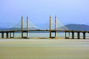 English: The Penang Bridge was the first expre...