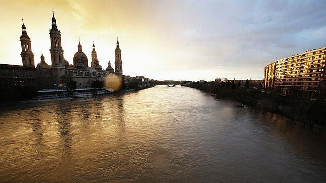 Aspecto que ya presenta el Ebro a su paso por Zaragoza