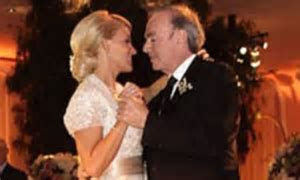 Neil Diamond, 71, shares wedding photo after marrying his