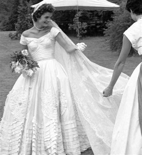 Jacqueline Kennedy Onassis @fashionicon   Collucci Style