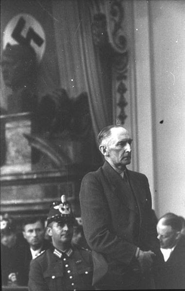 File:Bundesarchiv Bild 151-12-16, Volksgerichtshof, Erwin v. Witzleben.jpg