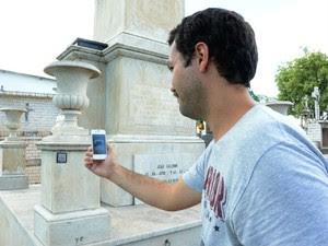 Cemitério tem QR Code em túmulos de personalidades em Sorocaba (Foto: Assis Cavalcanti / Secom)