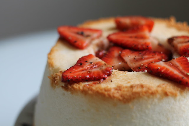 Angle food cake with balsamic-back-pepper strawberries