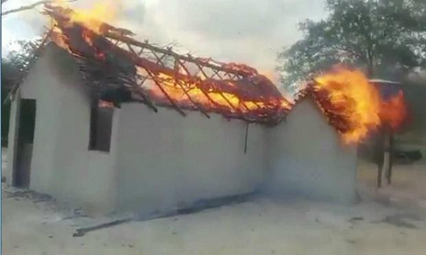 Fogo atingiu capela da Fundação Terra após dedetização / Foto: Reprodução/TV Jornal.