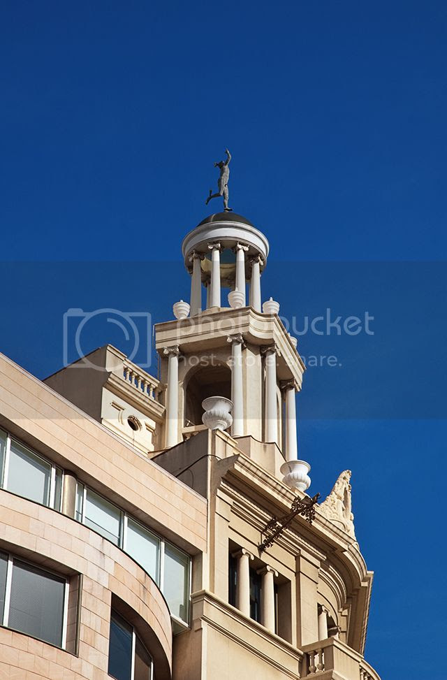 Hermes statue, Banesto building, Barcelona, Spain [enlarge]