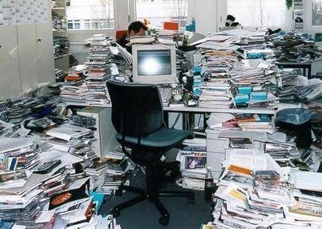 escritorio baguncado