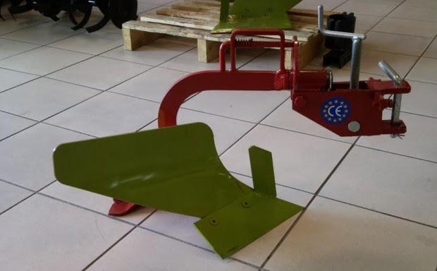 Trattori agricoli usati macchine costruire un aratro per for Aratro per motocoltivatore goldoni