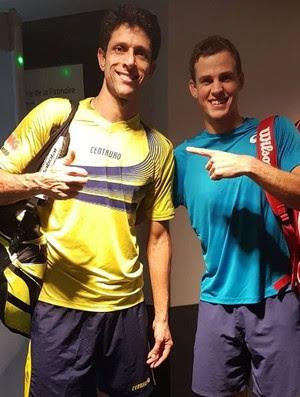 Marcelo Melo e Vasek Pospisil após a vitória nas quartas de final nas duplas do Masters 1000 de Paris (Foto: Reprodução/Instagram)