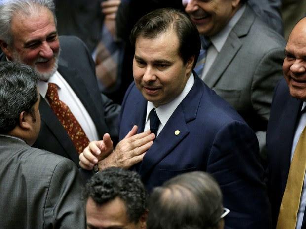 Rodrigo Maia recebe os cumprimentos após 1º turno da eleição para presidente da Câmara (Foto: Reuters/Ueslei Marcelino)