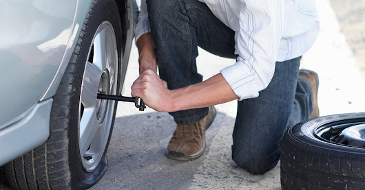 How to Deal With a Flat Tyre