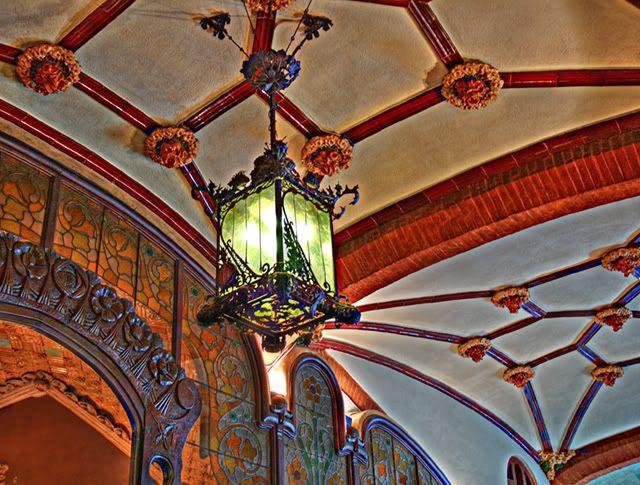 Catalan Modernisme: Lamp at Palau de la Música