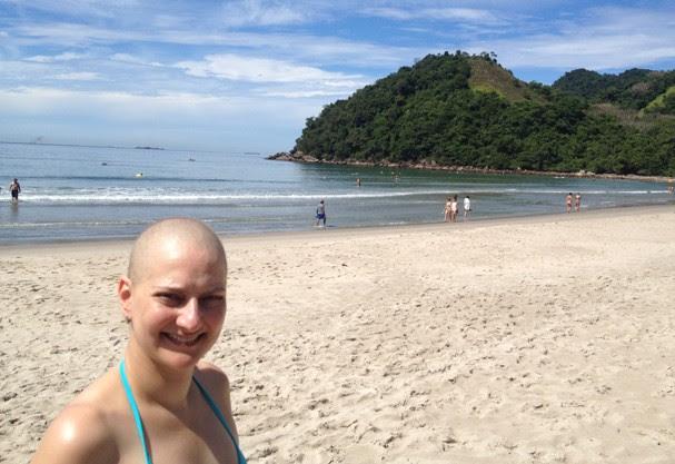 Vivi na praia durante o seu tratamento (Foto: Acervo pessoal)