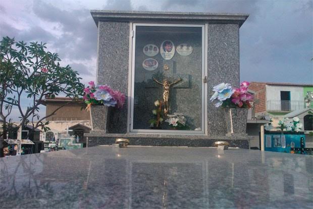 Túmulo de Valdetário Carneiro, em Caraúbas, cidade onde nasceu (Foto: Anderson Barbosa/G1)