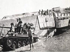 L'esercito israeliano impegnato nell'operazione Kadesh nella penisola del Sinai.