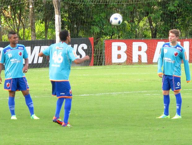 Adryan treinando (Foto: Carlos Mota)