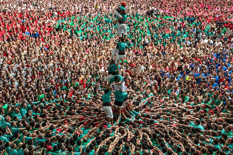 castells-human-towers-catalonia-spain-designboom-17