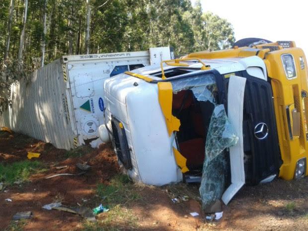 Motorista perdeu o controle do veículo ao desviar de carro que realizava ultrapassagem  (Foto: Claudemir de Oliveira Souza/ Arquivo Pessoal)
