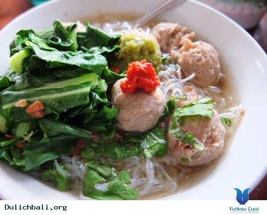 at_bo-vien-mon-an-truyen-thong-dao-bali-o-indonesia_56687c30d9dc850557410e0b0b39a638