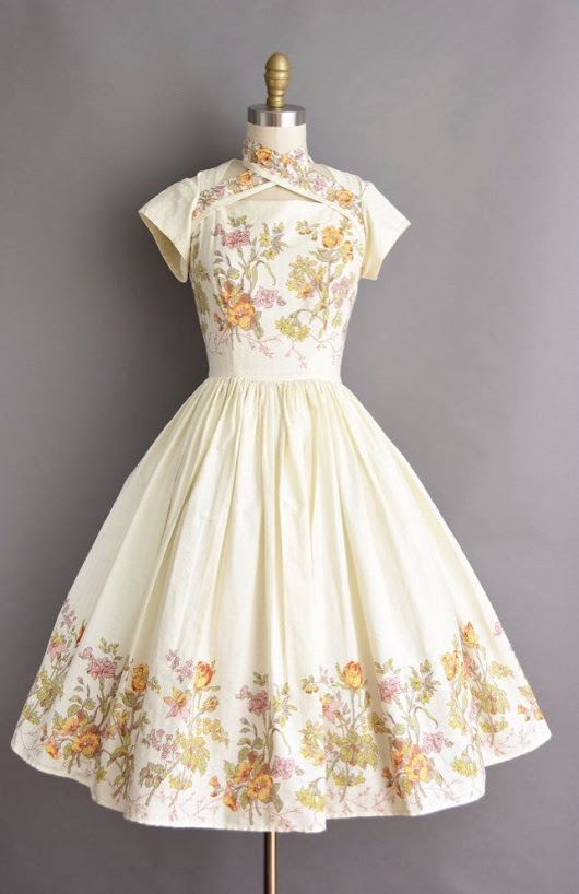 Vintage Outfits : Beautiful vintage dress. - Vintage.tn | Leading Vintage Magazine, featuring best Vintage Inspiration, retro ideas and Rare Historical Photos