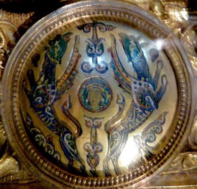 Ο Μέγας Αλέξανδρος ταξιδεύει στους ουρανούς με τη βοήθεια δύο γρυπών. Παράσταση στην Pala d' Oro