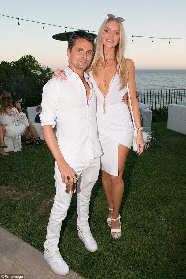 Dois elegante: Também no evento ao ar livre foi Matt Bellamy, que costumava ser contratado para Kate Hudson, e sua namorada Elle Evans