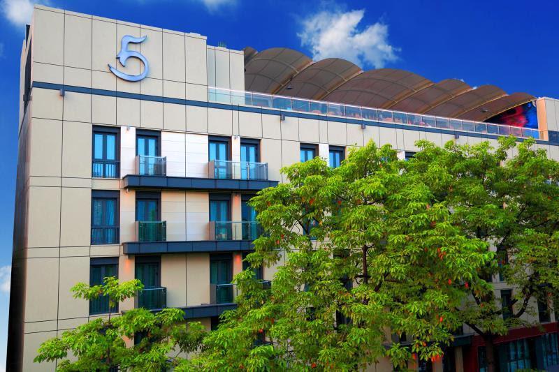 LN Hotel Five Reviews