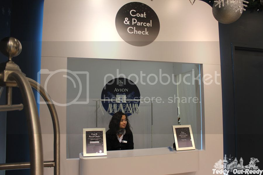 Coat and Parcel Check Avion VIP