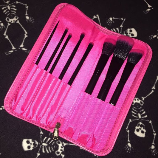 Furless Cosmetics - @michellelynnlandry won our Perfectly Pink Brush...