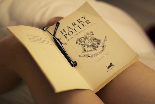 A vida me ensinou a dizer adeus às coisas que amo, sem tirá-las do meu coração.  Harry Potter