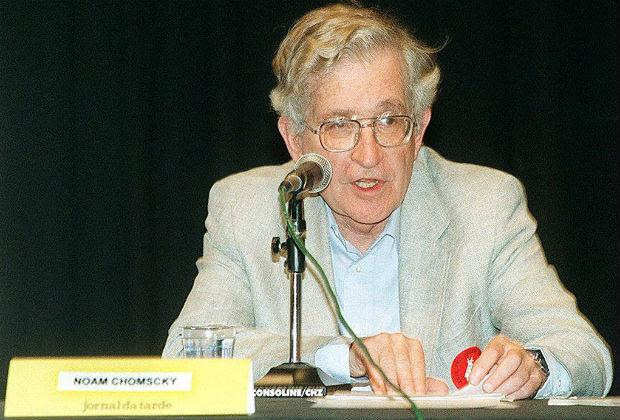 O linguista norte-americano Noam Chomsky durante conferência na F.A.U.-U.S.P. [FSP-Ilustrada-23.11.96-Ed.Nacional]