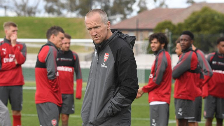 Hasil gambar untuk arsenal dan team Emery
